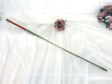 Ancien porte cigarette télescopique bakélite, allant de 16.5 cm à 42 cm, donné pour dater des années 50/60.