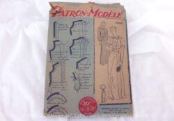 Ancien patron Chemise de Nuit années 50. C'est le numéro 200024 de la marque Patron Modèle. C'est pour une chemise de nuit en taille 44. Trop vintage .