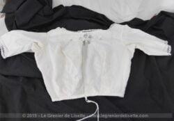 Ancien bustier cache corset batiste et dentelle, pour taille fine, avec dentelles, broderies et incrustations.