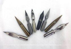 Voici un lot de 8 anciennes plumes en métal pour porte plume comme autrefois.