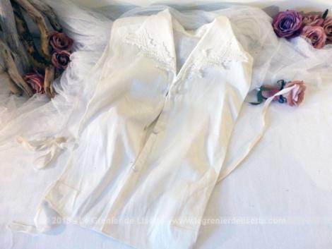 Ancien plastron coton col dentelle. Réalisé à la main, voici un plastron original des années 70 à mettre sous une chemise, une veste ou un pull en V.