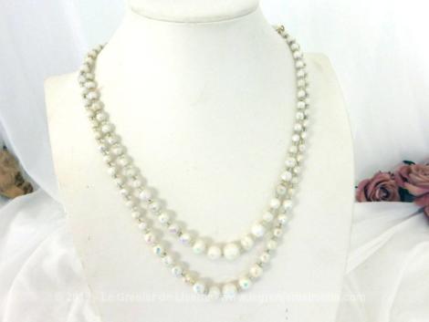 Ancien collier double rangs perles de verre nacrée à facettes datant des années 60.