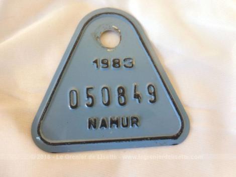 Ancienne plaque vélo belge de 1983 de la ville de Namur en tôle laquée bleue et de forme triangulaire de 7 cm de coté.