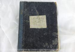 """Ancien registre de Procès Verbaux daté de 1870 avec chaque page numérotée et tamponnée du sceau """"Intendance Militaire - J. Demange"""" avec un aigle impérial au centre."""