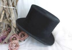 """Ancien chapeau haut de forme poils de castor de la Chapellerie """"A la Grande Maison Paris"""". avec les monogrammes G et B à l'intérieur."""