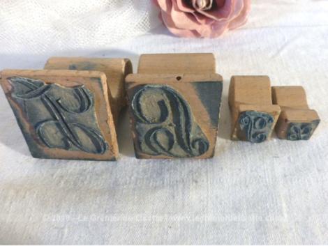 Voici un lot de 4 tampons de monogrammes L et J. Ces monogrammes sont représentés un fois en grand modèle et une fois en petit modèle .