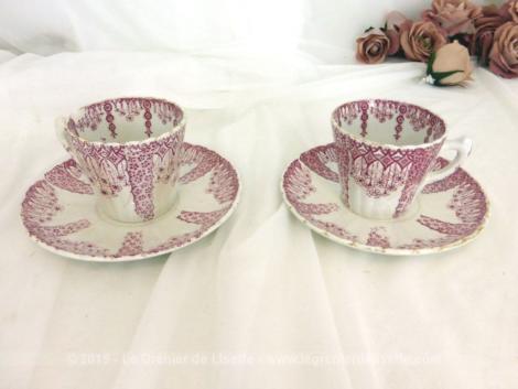 Tête à tête en porcelaine rose Luneville. C'est le modèle Tsarine, avec 2 tasses et 2 sous-tasses estampillées KG Luneville.