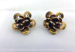 Paire de boucles d'oreille vintage en métal doré , fermeture à clips pour oreilles non percées.