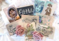 """Voici 8 anciennes cartes postales de Bonne Fête, certaines avec des prénoms bien précis d'autres portant juste la mention """" Bonne Fête"""". C'est une série datée de 1904 à 1917 ."""