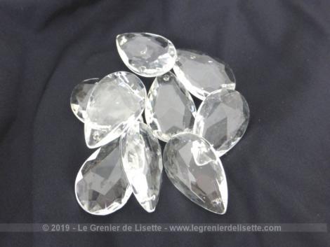 Lot de 10 pampilles verre forme goutte avec facettes de 3.7 x 2.3 x 0.8 cm avec un petit trou sur le haut pour fixation. Pour lustres ou créations.