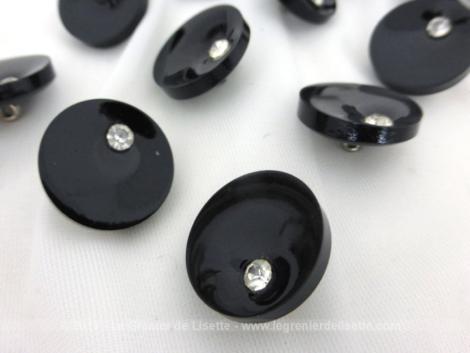 Sept petits boutons métal forme spirale couleur métallique avec le centre bombé finissant par une autre couleur A vos aiguilles Mesdames !
