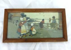 Ancien chromolithographie Jeunes filles au bord de mer qui provient d'une ancienne école de 32 x 17 x 1 cm et daterait juste des années 30/40.