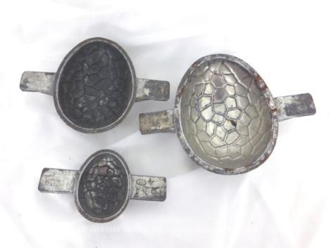 Trio de moules en forme d'oeuf. De tailles différentes, ils sont prêts pour une décoration originale ou vos desserts en chocolat.