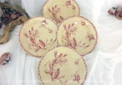 Voici un lot quatre assiettes en porcelaine Gien modèle Cactus de 23.5 cm de diamètre au décor rose, doux mélange de grosses et petites fleurs. Très tendance shabby !