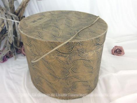 Ancienne boite à chapeaux Au Sans Pareil. Boite en carton d'un modiste du Mans.
