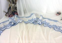Ancien tour de cheminée broderies fait main en fil bleu et représentant des coupe de fruits.