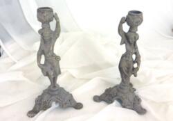 Duo de chandeliers Couple porteur d'eau en régule patinés gris shabby pour deux pièces uniques.