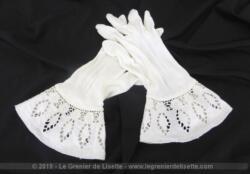 Anciens gants blancs poignet dentelle pour jeunes filles taille 5 1/2 ou 6 avec une partie évasée en coton et dentelle avec des jours.