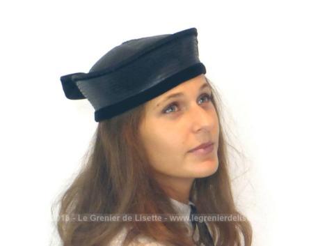 Ancien chapeau sisal noir forme couronne des années 50/60 pour un tour de tête 56/57 cm. Vous recherchez l'originalité avec un peu d'excentricité ? Ce chapeau est fait pour vous !