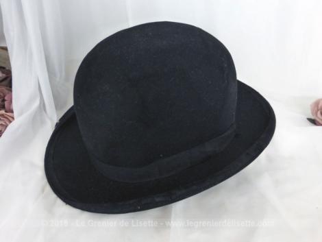 """Ancien chapeau melon en feutre noir. de la marque du chapeau """"A. Berteil - Hatter- Paris"""". Tour de tête intérieur 56 cm A porter ou pour une décoration très vintage."""
