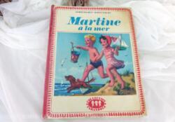 """Ancien livre """"Martine à la mer"""" datant de 1969 avec les dessins originaux copyright de 1956. Idéal pour se replonger dans notre enfance.. que de souvenirs !"""