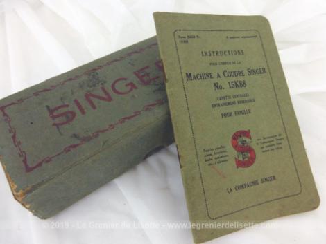 Ancien manuel avec instructions et une boite avec accessoires de pieds presseur pour machine à coudre Singer.