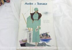 Voici la revue Modes et Travaux du 1er février 1934 avec des superbes modèles de manteaux, de robes d'hiver, de déguisements pour enfant sans oublier le patron fourni pour des explications de travaux de broderies et couture. Des dessins sublimes !