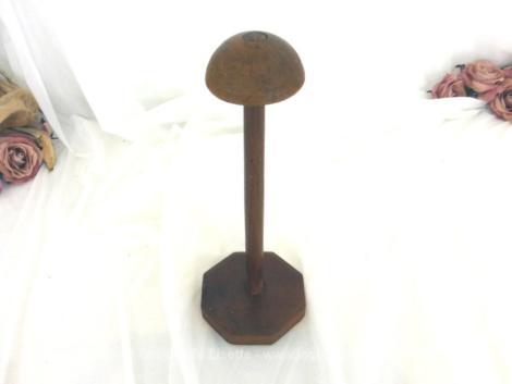 Ancien porte chapeau en bois avec son socle octogonal de 28.5 cm de hauteur.