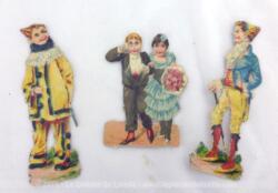 Anciennes chromos d'un couple et de deux clowns blancs.