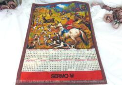 Ancien torchon calendrier 1973 de 59 x 43 cm sur fond marron avec en décoration une partie de chasse à courre.