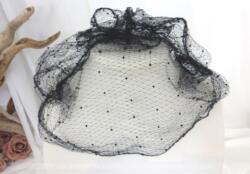 Ancienne résille ou voilette noire pour chapeau de 120 x 20 cm avec un motif de pois en velours. Idéal pour faire descendre sur le visage tel quel ou donner un look vintage à n'importe quel chapeau.