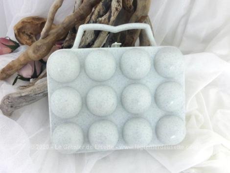 Ancienne boite plastique 12 oeufs