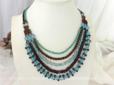 Collier cinq rangs en perles de verre de couleur marron et bleu, de différentes formes et longueurs pour un effet très élégant. Superbe et vintage !