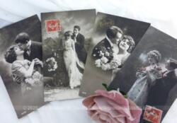 Quatre anciennes cartes postales datées de l'année 1912 représentant chacune un couple enlacé d'amoureux .