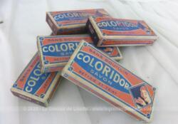 """Ancien lot de 5 savons teignant Coloridor couleur violet,surement périmés mais pourquoi pas essayer pour avoir aujoud'hui une couleur d'antan. 5 boite de couleur """"Violet"""". Avec notice."""