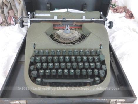 """Ancienne machine à écrire M.J. Rooy, portative avec sa caisse en métal de transport, le tout estampillée """"Armée Française"""" et datant des années 50."""