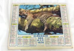 Ancien almanach des P.T.T. de 1976 avec photo d'un léopard d'un coté et d'un cheval de l'autre avec 4 pages supplémentaires sur les services de la Poste .