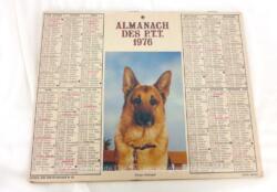 Ancien almanach des P.T.T. de 1976 avec la photo d'un Berger Allemand d'un coté et d'un chat de l'autre et 2 feuillets supplémentaires sur les services de la Poste.