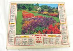Ancien almanach des P.T.T. de 1976 avec la photo d'un champs de fleur avec la photo d'un Berger Allemand d'un coté et d'une chaumière de l'autre avec 10 pages supplémentaires.