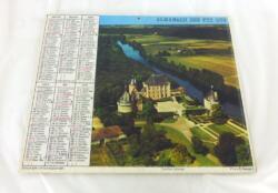 Ancien almanach des P.T.T. de 1978 avec la photo d'un paysage enneigé d'un coté et un château de l'autre. Il y a 6 pages supplémentaires.