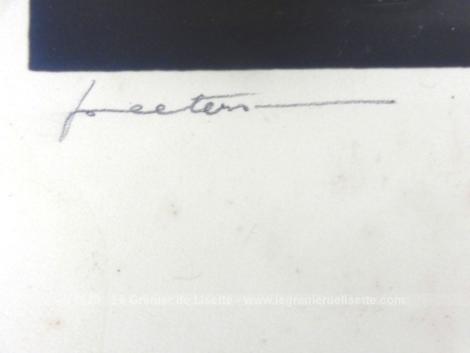 Voici une ancienne photo fillettes datant du tout début du XX° - libre de droit, mise en valeur sur son papier cartonné, avec la signature du studio de photographie.