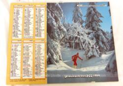 Ancien almanach des P.T.T. de 1988 avec d'un coté un skieur et un alpage de l'autre. Il y a 8 feuillets supplémentaires plus un grand poster de Jean-Jacques Goldman agrafé au centre et plié en deux.