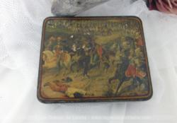 Ancienne petite boite en métal décorée d'une ancienne image vernissée représentant une ancienne scène de guerre du XIX°.