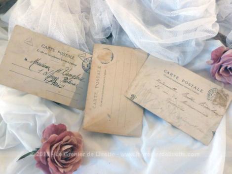 Trois anciennes cartes postales datant du tout début du siècle dernier et représentant des anciens métiers, la marchande de fruits, le bureau de placement, la cuisinière.