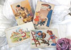 Voici quatre anciennes cartes postales représentant des scènes humoristiques avec des enfants, datant du milieu du siècle dernier.