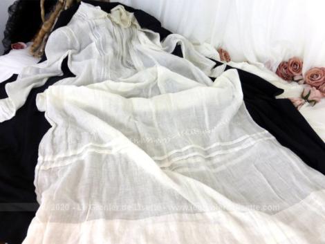 Ancienne robe de communiante fait main avec dentelle, broderies et plis religieuse, à porter sous l'aube et jupon.