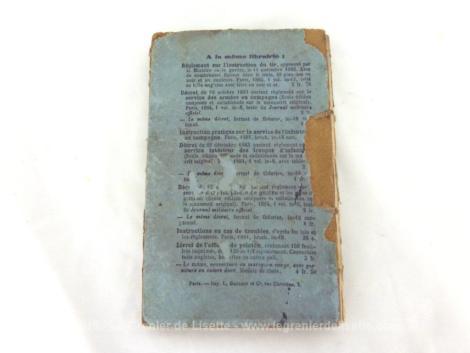 Très ancien livre du Ministère de la Guerre concernant le Reglement du 29 juillet 1884 sur L'Exercice et les Manoeuvres de l'Infanterie daté de 1886 .