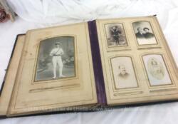 Ancien grand album photos du XIX° en cuir décoré des monogrammes M et L avec 12 pages avec une grande photo et 14 pages pour 4 petites photos, soit 68 photos en totalité.