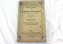 """Ancien livret du XIX° sur le """"Choix Gradué de 50 sortes d'écritures"""" pour s'exercer à la lecture des manuscrits sur 22 pages."""