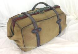Ancien sac voyage en toile et lanières cuir à la belle forme des anciennes sacoches de docteur.